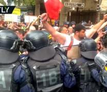 """""""Liberté"""": Χιλιάδες Παριζιάνοι βγήκαν στους δρόμους κατά των """"διαβατηρίων υγείας"""" (vid)"""