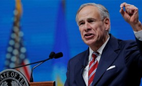 Ο κυβερνήτης του Τέξας Άμποτ απαγόρευσε τον υποχρεωτικό εμβολιασμό