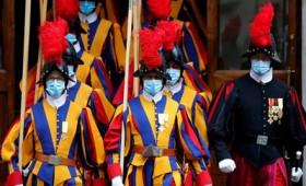 Τρεις Ελβετοί φρουροί στο Βατικανό παραιτήθηκαν για να μην εμβολιαστούν