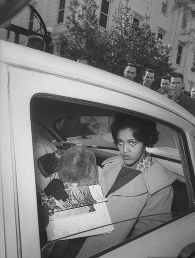 Η Charlayne Hunter το 1961, μετά την εγγραφή της στο Πανεπιστήμιο της Georgia, στον αμερικανικό Νότο.