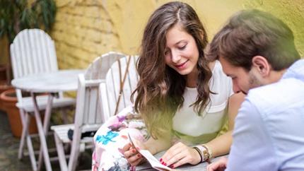 το συνηθισμένο ραντεβού θετικές σχέσεις γνωριμιών