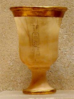 Κύπελλο από χρυσό και αλάβαστρο από τις Θήβες της Αιγύπτου (περ. 1479-1425 π.Χ.).