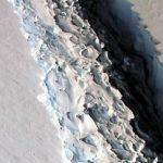 Ένα τεράστιο παγόβουνο ετοιμάζεται να αποκολληθεί