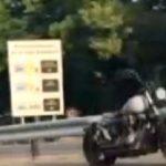Μοτοσικλέτα «φάντασμα» σε δρόμο του Παρισιού (vid)