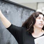 Ελληνίδα φυσικός στη διοίκηση του Κέντρου για το Σύμπαν (vid)