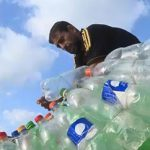 Γάζα: Ψαρόβαρκα από πλαστικά μπουκάλια (vid)