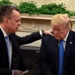 Ο πάστορας Μπράνσον προσεύχεται στον Λευκό Οίκο
