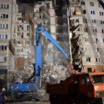 Μωρό ανασύρθηκε ζωντανό από τα ερείπια πολυκατοικίας
