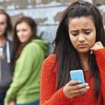 Το Facebook φέρνει κατάθλιψη στα κορίτσια