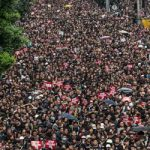 Χάος στο Χονγκ Κονγκ: Δύο εκατομμύρια στους δρόμους