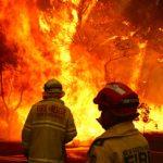 Οι υψηλές θερμοκρασίες και οι καπνοί από τις φωτιές πνίγουν την Αυστραλία (vid)