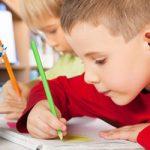 Το γράψιμο με το χέρι κάνει τα παιδιά εξυπνότερα