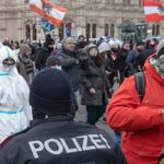 Covid-19: Δέκα χιλιάδες Βιεννέζοι διαδηλώνουν κατά των περιορισμών (vid)