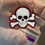 Εμβόλιο AstraZeneca: Δύο το κάνουν, τρεις πεθαίνουν