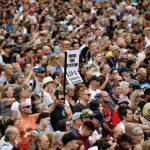 Διαδήλωση Λονδίνου κατά εμβολίων: «Στους γιατρούς αξίζουν δίκες Νυρεμβέργης»